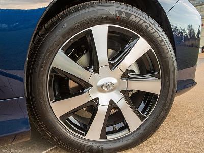 Toyota-Mirai_Front wheels