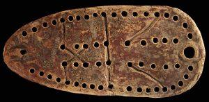 تخته بازی ۵۸ خانه از آثار باستانی عصر آهن