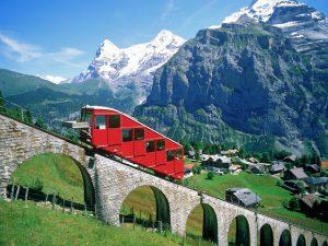 در راه آهن کوهستان آلپ سوئیس